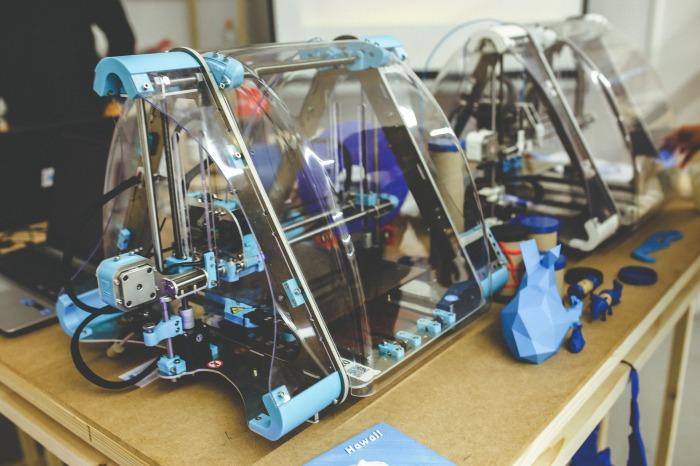 drukarka 3d i stworzony dzięki niej model